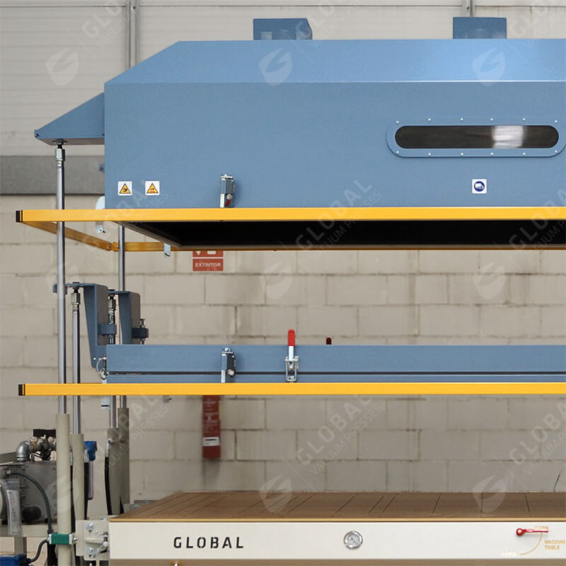 Vertical vacuum press heating